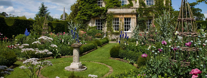 highgrove-garden-champagne-afternoon-tea