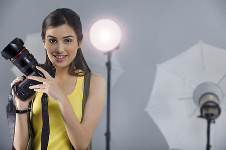 DC photography course that offers studio practice with profressional female models deignd to teach how to use studio lighting and other equipment