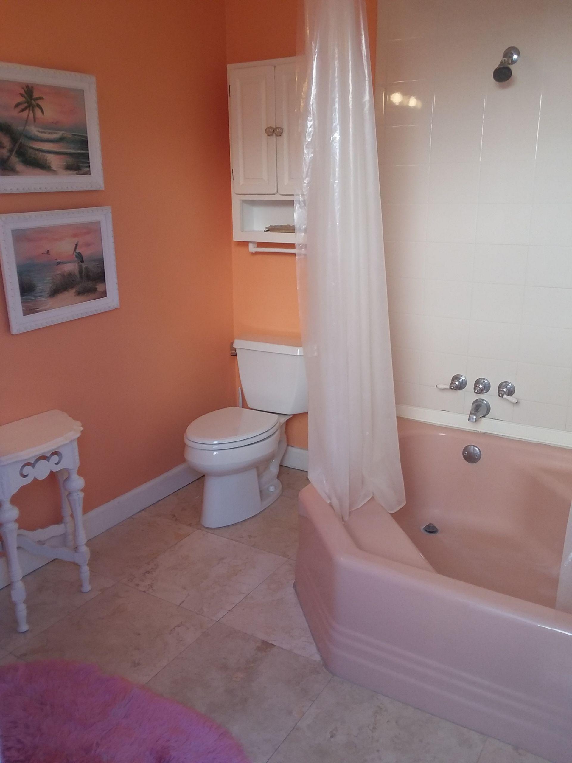 bathroom 3 tub