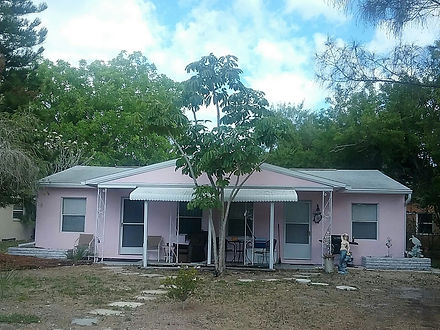 Front Yard View of PINK PEARL COTTAGE