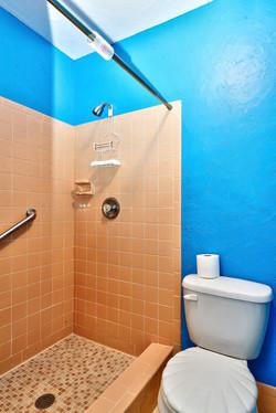 422 20th Ave Indian Rocks-large-021-3-Bathroom 2-668x1000-72dpi