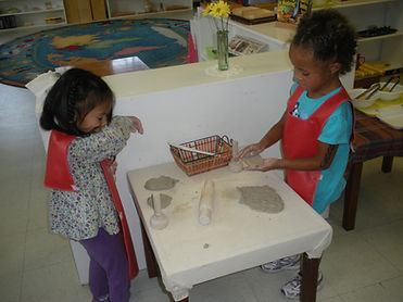 Art-+Clay+Table-+Lily+and+Marisol.JPG