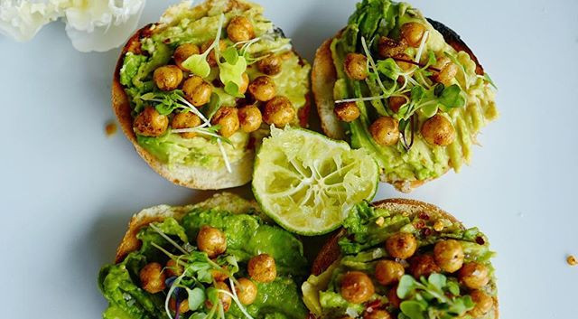 Avo Bagel with Chickpeas
