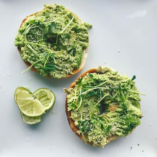 Avo Bagel with Hemp Hearts