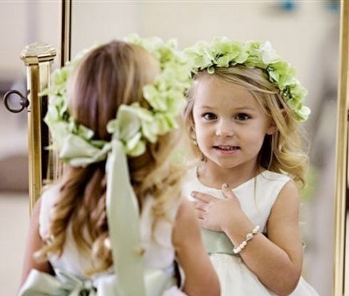 Flower-Girl-Hair-Styles_edited.jpg
