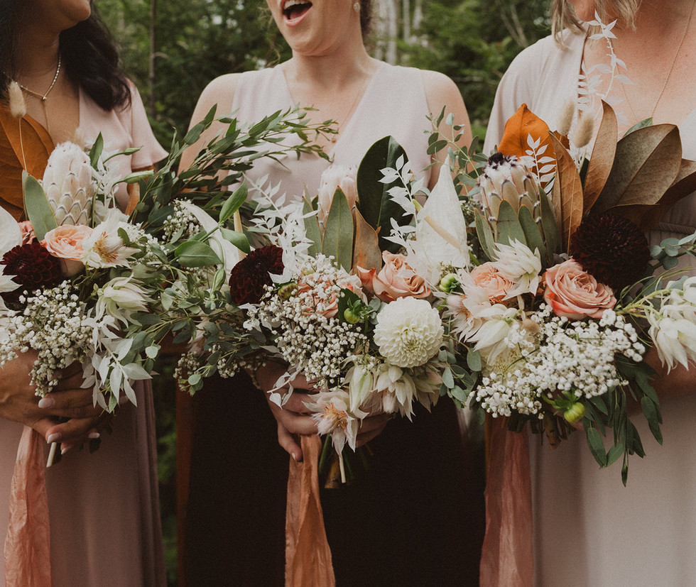 bridesmaids-holding-bouquets.JPG