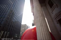 Kurt_Perschke -RedBall Montréal- Banque_de_Montréal-Les Escales Improbables de Montréal (2018)