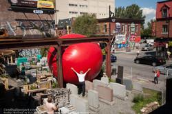 Kurt_Perschke -RedBall Montréal- Les Escales Improbables de Montréal (2018)