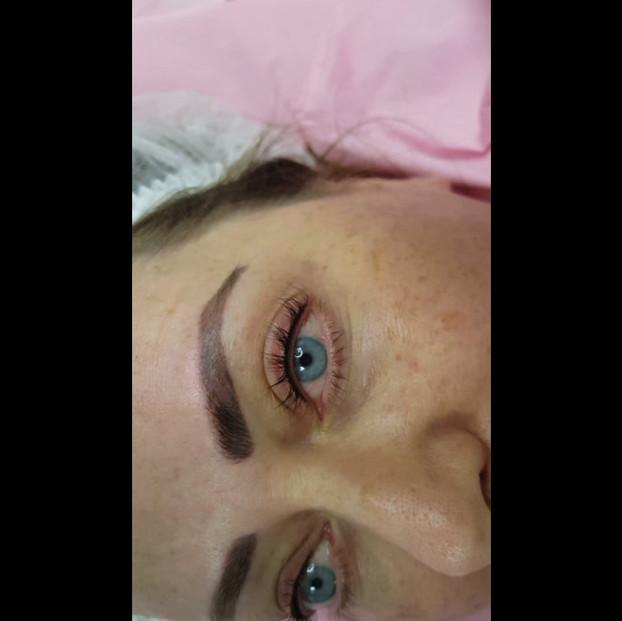 Eyebrows red old PMU HEALED Correction + Natural Eyeliner by El Truchan