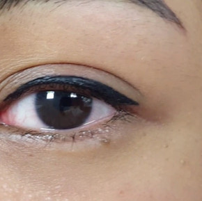 Eyeliner with a Flick (Latino) by El Truchan