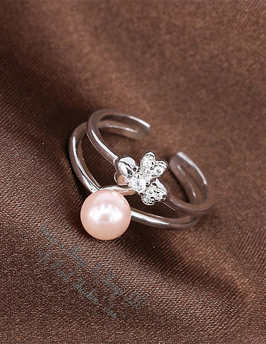 *Sassy's Flower W/Pearl Ring