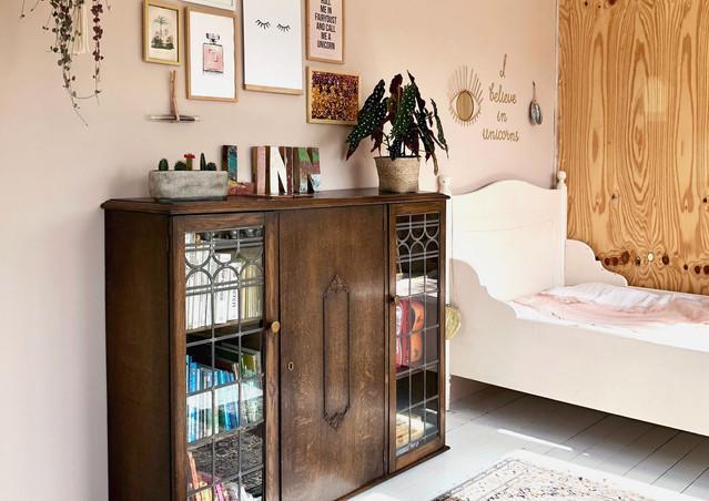 meisjeskamer boekenkast interieur stylis