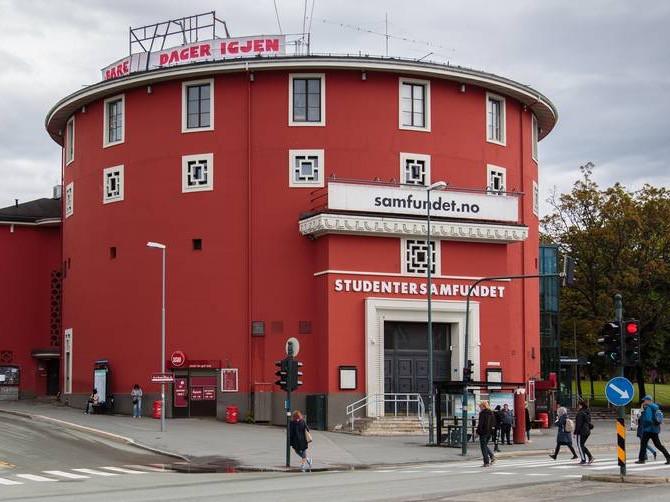 Samfundet er, med over 1000 frivillige, Norges desidert største kulturhus drevet av studenter. Du kan være med å jobbe med blant annet lyd, lys, teater, snekring, IT, artistbooking, korsang, musikk og mye annet.