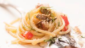 Un abbinamento autoctono: Grillo Magna Terra e pasta con le sarde alla siciliana.