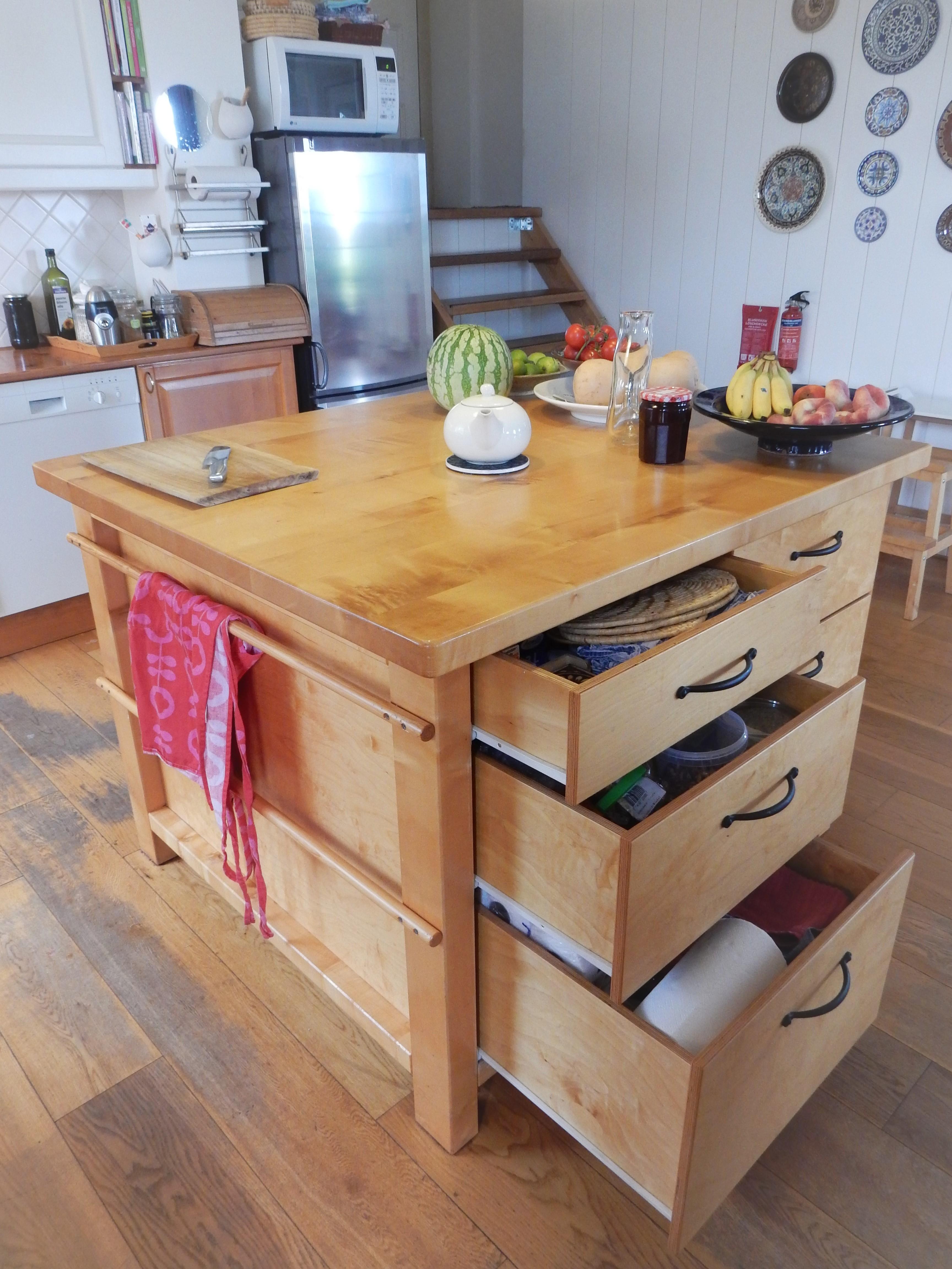 Robuust houten kookeiland