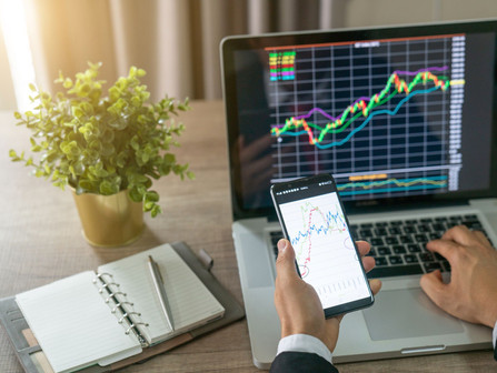 Investing the Right Way: Apps and Services for Young Investors