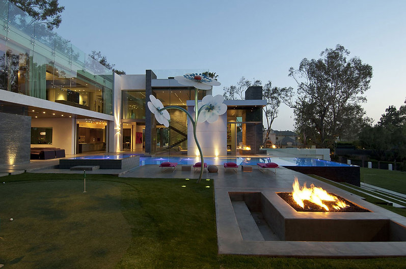 Beverly-Hills-Modern-Houses-Designs-and-