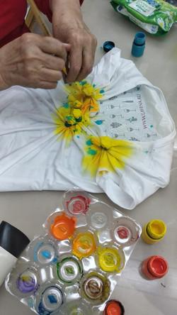 Раскрашиваем будущие цветки