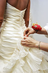 fabulous-wedding-dress-alterations-laura