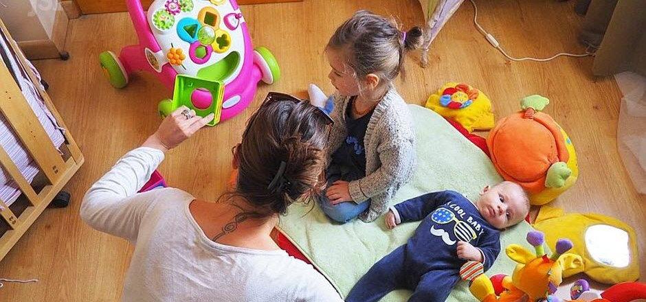 un-enfant-en-moins-pour-une-assistante-m