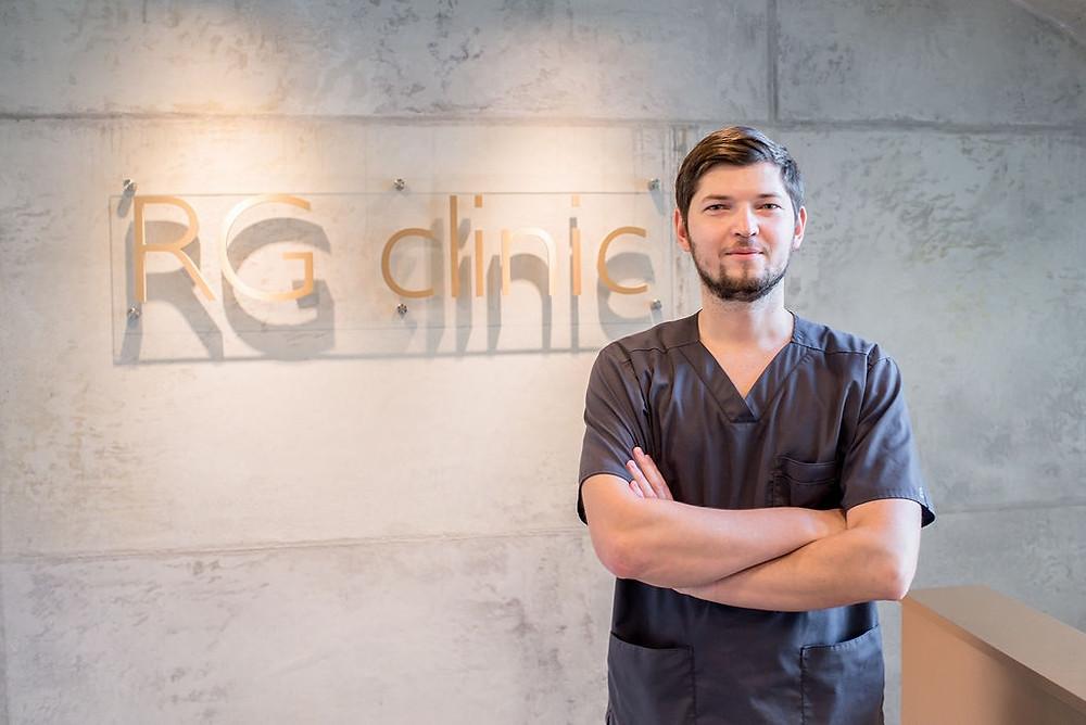"""""""RG clinic"""" įkūrėjas burnos, veido ir žandikaulių chirurgas Raimundas Golubevas"""