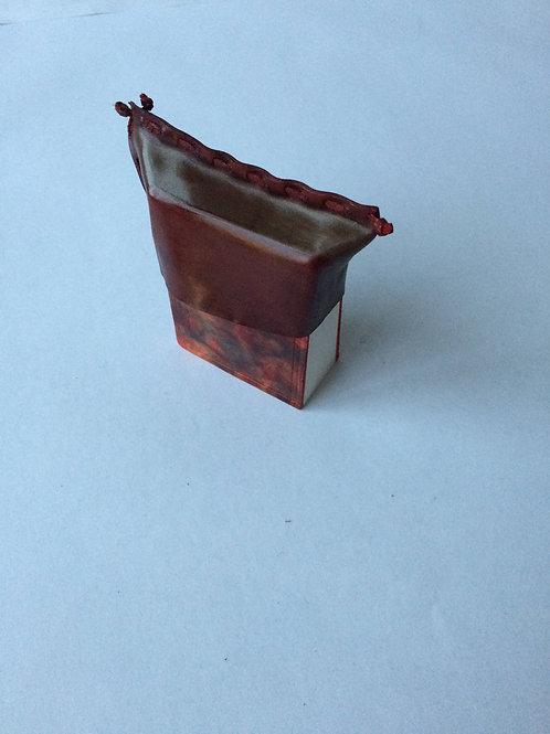 Aušra Petroškienė. Užrašų knygutė su kepurėlė. Marmuruota oda. 8,5x7cm
