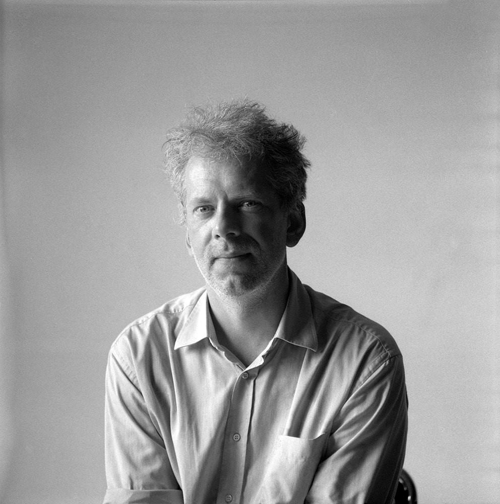 Rokas Dovydėnas – vienas labiausiai vertinamų Lietuvos šiuolaikinės keramikos kūrėjų, tarpdisciplinininkas ir tyrėjas, 2020 m. įgijęs meno daktaro laipsnį.