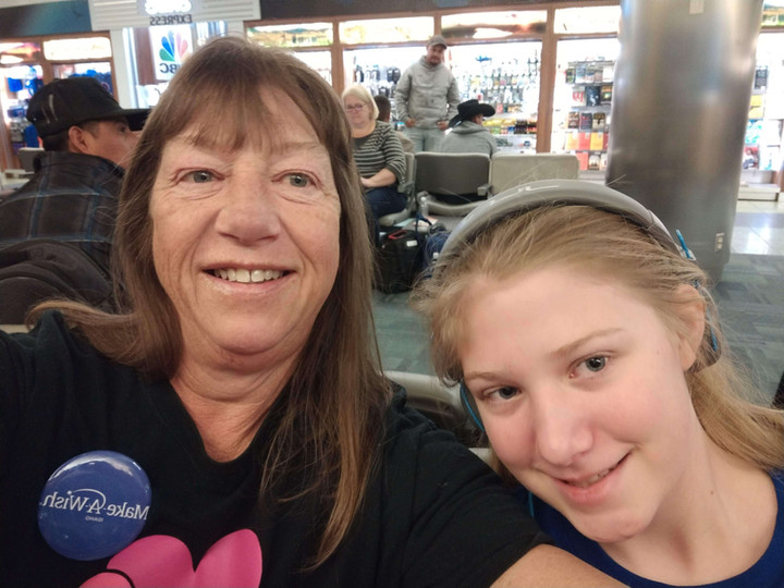Chloe and mom Julie at the airport.