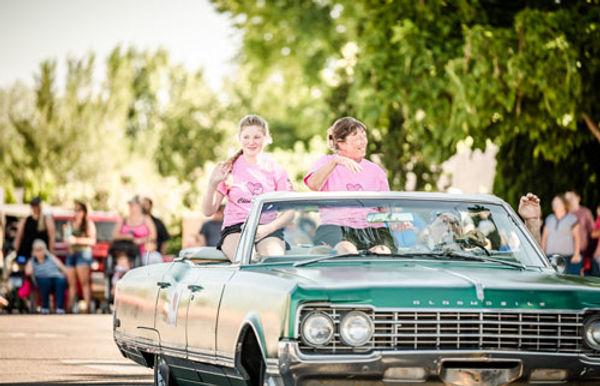 Kuna Days_Chloe and Julie in car_100dpi_