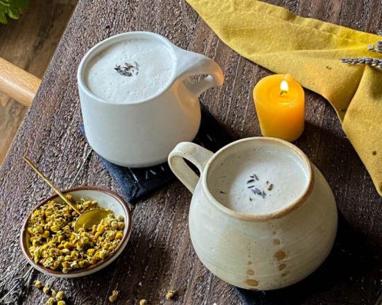 Delicioso Latte de Lavanda, Manzanilla y Miel
