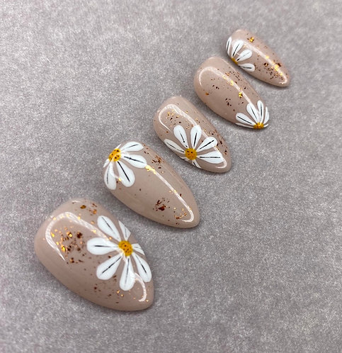 Daisy w Copper Flecks