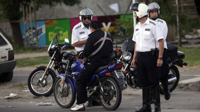 Fotos MGP - Transito - Operativo control de motos en Fortunato de la Plaza y Heg