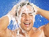 принимать душ в системе волос