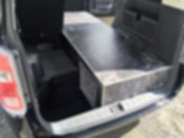ステップワゴン霊柩搬送車内装、クッションフロア材の黒の大理石柄仕上げ