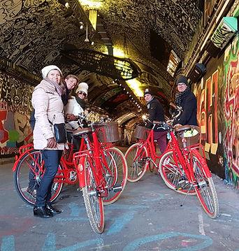 Grafitti tunnel Dutch family.jpg
