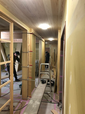 ホール、廊下下地施工.jpg