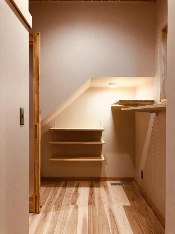 階段ニッチ収納.jpg