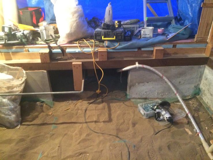 床下防湿シート敷き込み.JPG