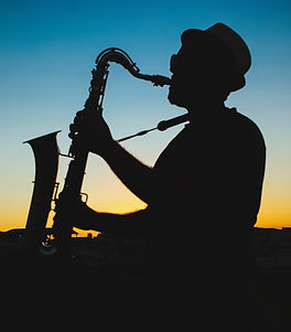 silhouette-of-a-man-playing-saxophone-du