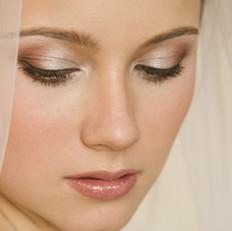 A natural and soft toned bridal makeup