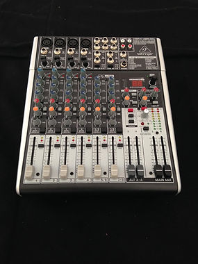 Table de mixage Behringer Xenyx X1204 pour sono avec DJ- Des Lyres en Musique