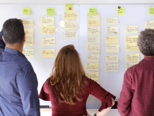 למה בריינסטורמינג (סיעור מוחין) הוא בזבוז זמן למנהלי מוצר, ומה אפשר לעשות