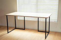 GALLERY SPACE TABLE