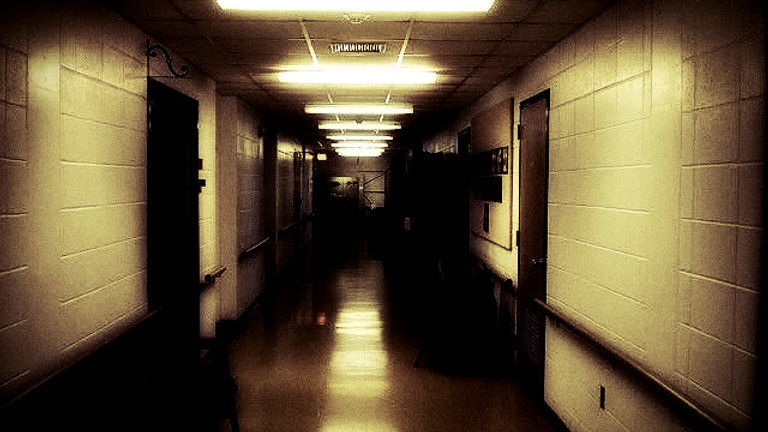 Night at the Glore Psychiatric Museum with American Hauntings