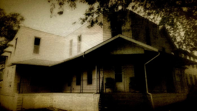 Night at Malvern Manor with American Hauntings