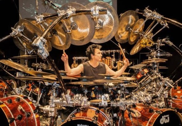 Terry Bozzioドラムセット