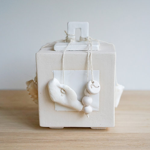 Memory box in white ceramic