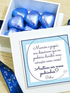 Caixa Mini-Elegance Quadrada com 15 mini Coração Belga + Laço Personalizado