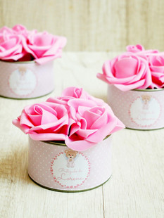 Lata Média + 3 Flores Rosas