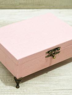 Caixa de tecido rosa fechada
